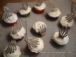 use scary candy and plastic cupcake decorations to make some fun homemade halloween cupcakes