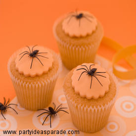 Fondant Spider Halloween Cupcake Ideas.  You can make some fun Halloween designs when you make your own fondant...or when you buy it.