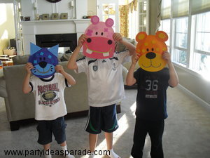 Look These paper plate kits look like masks!  Everyone looks like they had fun making them