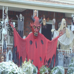 Outdoor Scary Graveyard and Devil Halloween Display Pictures