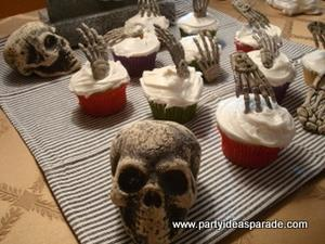 Scary Halloween Cupcake Pictures  These Cupcake Decorating Ideas Are Easy To Use