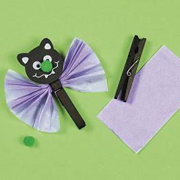 Bat Clothes Pin Crafts for Kids at Halloween