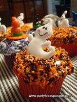 Halloween Cupcake Decorating Ideas Using Ghost Ring Toppers