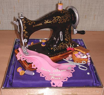 This sewing machine cake was made using fondant icing.
