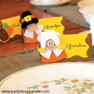 These Pilgrim place cards are a fun Thanksgiving craft idea for kids